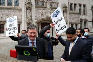 Conductores de Uber fuera de la Corte Suprema del Reino Unido