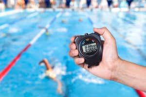 Cronómetro en carrera de natación
